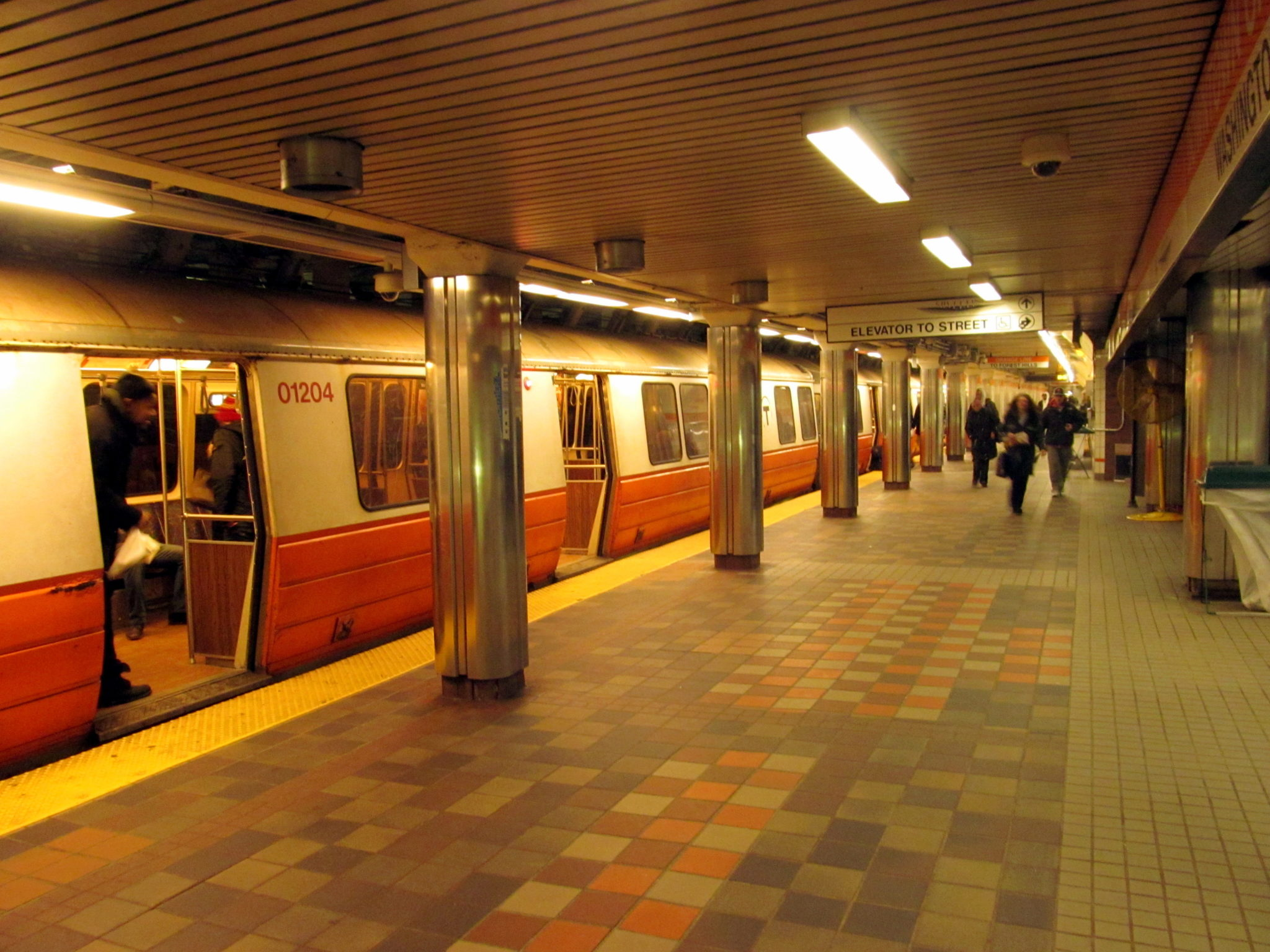 Southbound_Orange_Line_train_at_DTX