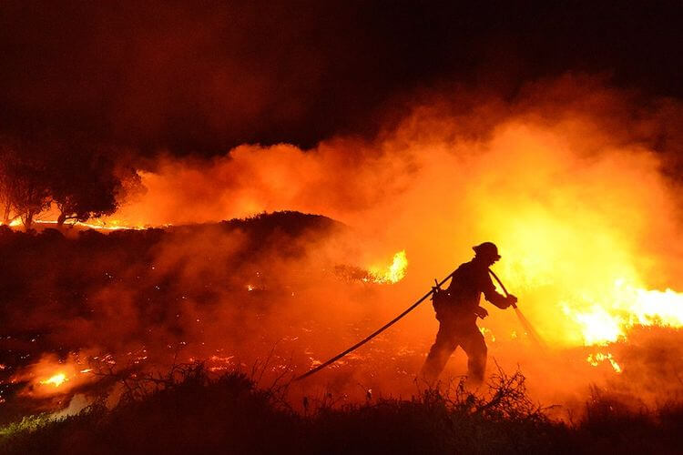 california-wildfire-night-e1407330776179