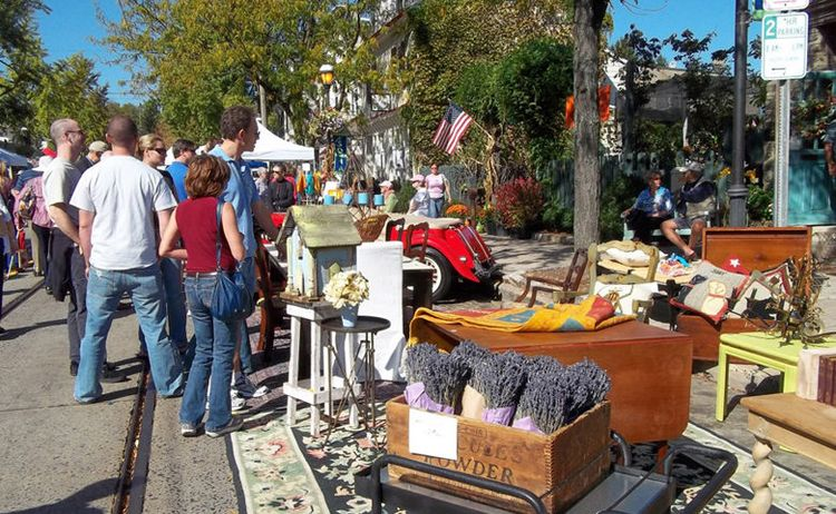 chestnut-hill-fall-for-the-arts-festival-booth-780uw-780x480