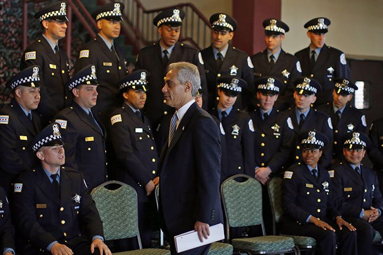 Mayor of Chicago Rahm Emanuel walks past a group of Chicago Police Department's newest recruits prior to their graduation ceremony in Chicago, Illinois, April 21, 2014.  REUTERS/Jim Young (UNITED STATES - Tags: CRIME LAW) - RTR3M4HT