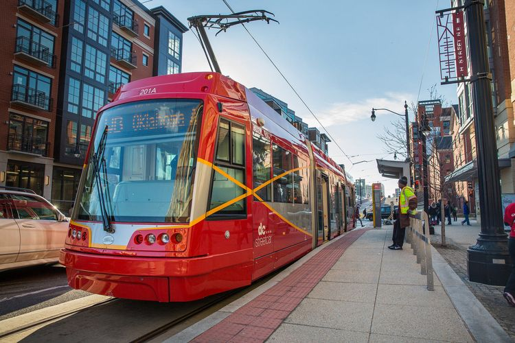 dc-streetcar-side-angle-sunny-day-credit-dc-streetcar_flickr-user-dcstreetcar
