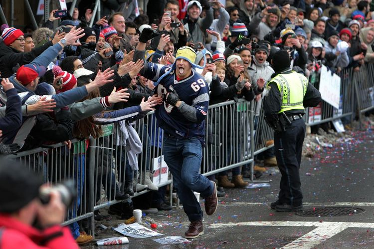 chin020415PatriotsParade_met2