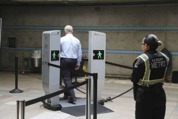 Subway_Body_Scanners_27550-727x485