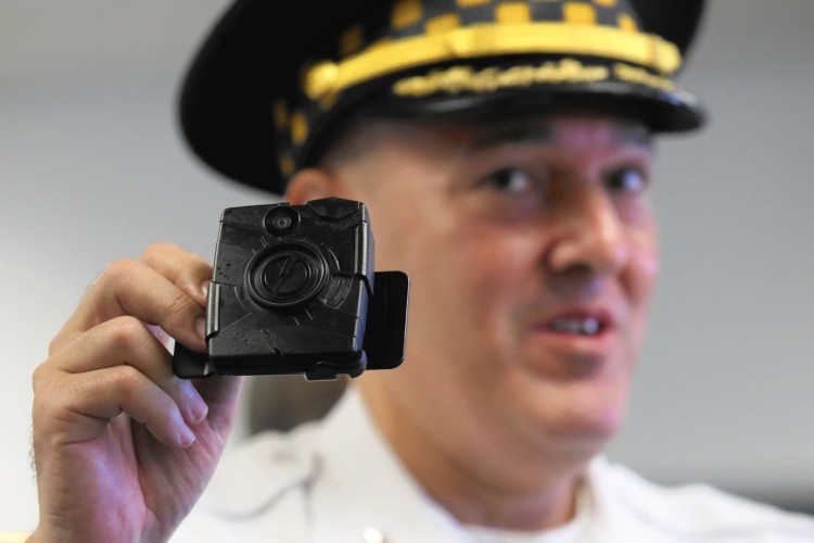 ct-chicago-police-body-cameras-expansion-met-20160918