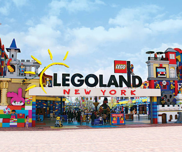 legoland_new_york_entrance_arch-1534451304-4075