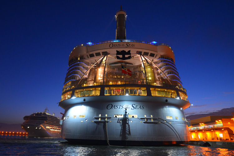 636359106103058633-Oasis-of-the-Seas-16