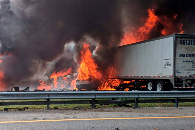 74f9960b-f79a-4ce4-98f2-957dd6c8944a-AP_Fatal_Crash-Interstate_Fire-Florida